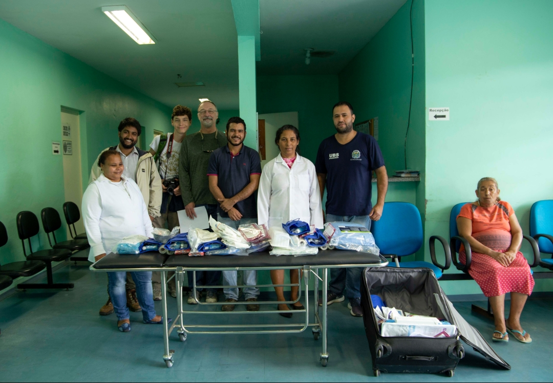 njt-iporanga-clinic-medical-supplies-delivery-group-photo-with-supplies.jpg