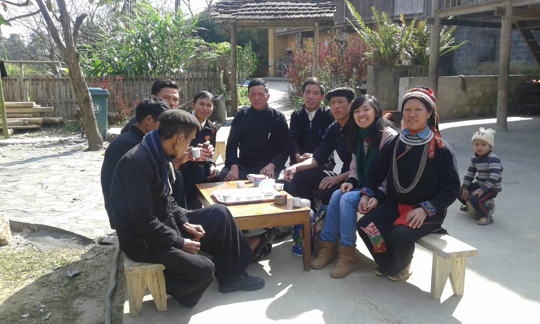 The author and the villagers in Nam Dam village